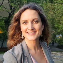 Dr Anna Stratis
